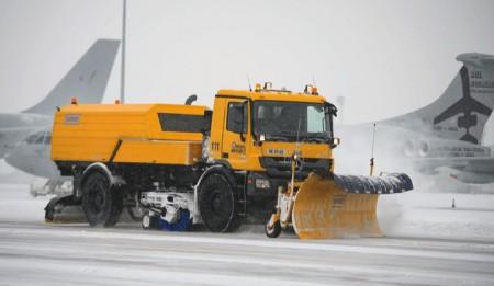 Aktuelles: Unterzeichnung eins Vertrages zwischen dem Internationalen Flughafen Almaty und der THG AG über die Lieferung von zwei Compact Jet Sweeper
