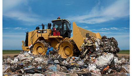 Aktuelles: Компания ТХГ АГ заключила контракт на поставку на мусорный полигон г. Ташкент (Узбекистан) одного уплотнителя закладки отходов Cat® 826K.