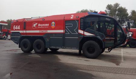 """Aktuelles: Übergabe der zwei Flughafenfeuerwehrfahrzeuge """"Panther"""" an den Flughafen """"Vnukovo"""", Moskau durch die Fa. THG AG Rus"""