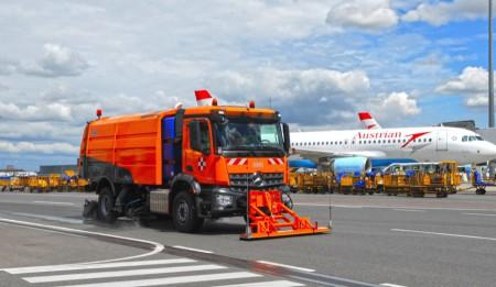 Aktuelles: Lieferung einer AS 990 mit Zwischenachskehreinheit an den Internationalen Flughafen in Astana , Kasachstan