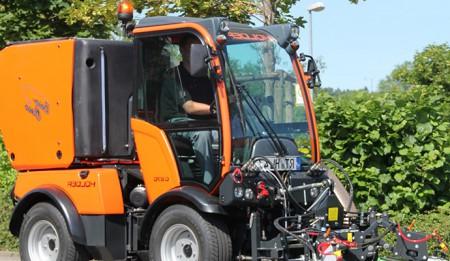 Aktuelles: Der Passagier Hafen in St. Petersburg erhält zwei Holder Traktoren mit Anbaugeräten