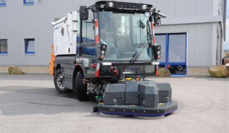 Aktuelles: THG AG concluded a contract for delivery of two road sweeper Swingo 200  and two truck mounted sweepers SK 600 to Minsk city